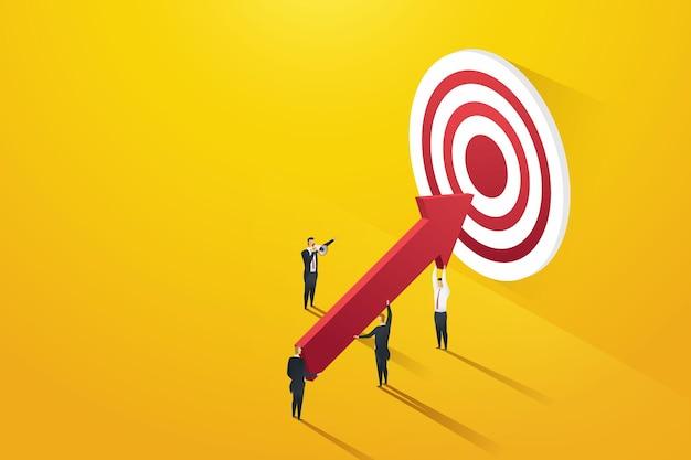 Leader d'affari che puntano agli obiettivi guidano gli uomini d'affari che tengono grandi frecce al bersaglio