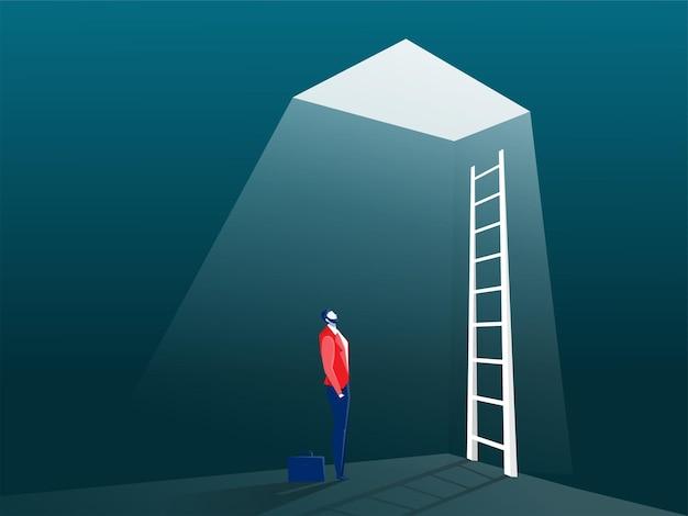 Uomo d'affari che esamina un'illustrazione di concetto della soluzione della scala