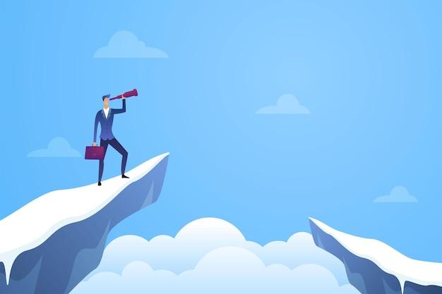 L'uomo d'affari guarda in un telescopio e assume in cima alla montagna
