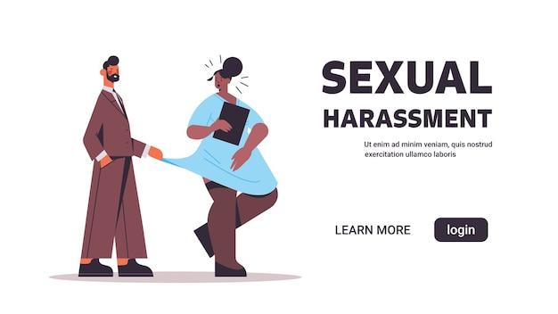 Uomo d'affari molestie dipendente di sesso femminile molestie sessuali sul lavoro concetto lussurioso capo toccando il vestito della segretaria banner orizzontale lunghezza intera copia spazio illustrazione vettoriale