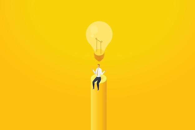 Uomo d'affari nessuna idea sedersi sotto la lampadina spenta e non pensare a una soluzione creativa