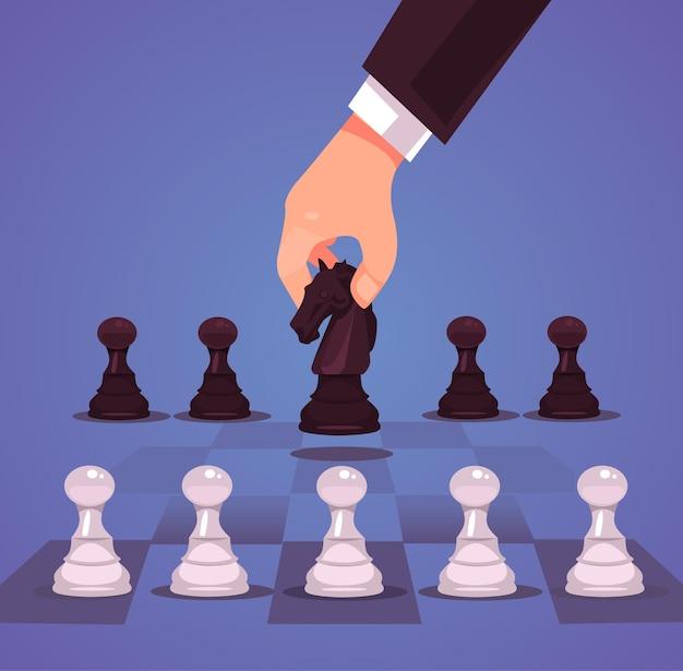 La mano del carattere del manager di impiegato di ufficio dell'uomo d'affari fa il cavallo di mossa di scacchi strategico di affari.
