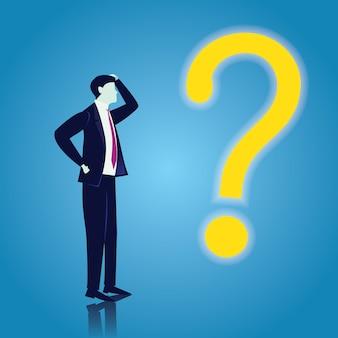 Uomo d'affari e punto interrogativo