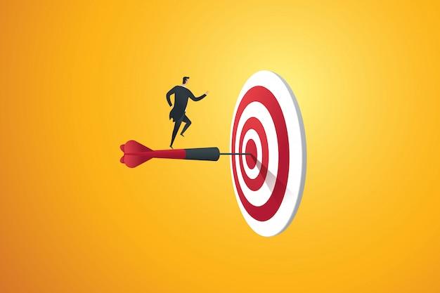 L'uomo d'affari correndo su per le scale si precipita verso l'obiettivo e il successo.