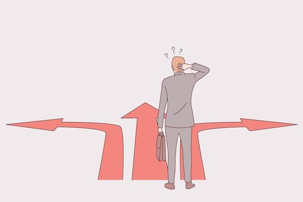 Uomo d'affari in piedi al bivio e pensando alla retta via