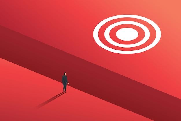 Uomo d'affari in piedi sull'orlo del grande divario per raggiungere l'obiettivo sfida aziendale
