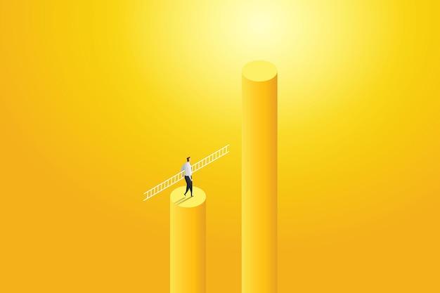 Imprenditore a piedi tenendo la scaletta per raggiungere il successo con la sfida.