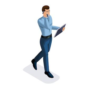 Uomo d'affari con gadget, va e parla al telefono, colloqui d'affari, giovane imprenditore