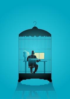 Uomo d'affari che lavora al computer nella gabbia per uccelli