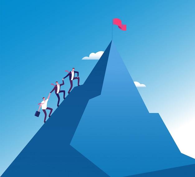 Gli uomini d'affari scalano la montagna. crescita aziendale del lavoro di squadra di successo, realizzazione della missione
