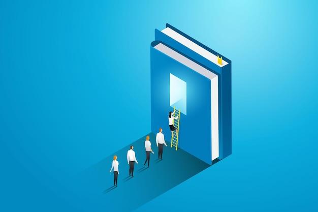 Uomini d'affari e studenti salgono le scale nella porta del libro per la conoscenza dell'istruzione