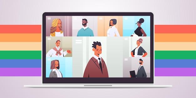 Gli uomini d'affari che discutono durante la riunione della conferenza virtuale sullo schermo del laptop amano la comunità lgbt