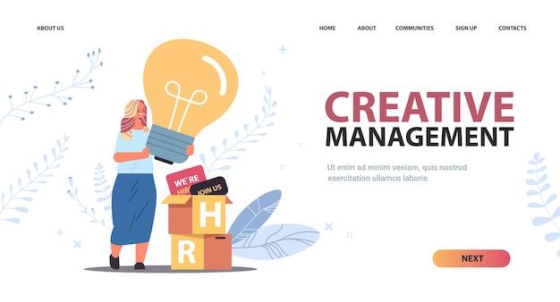 Imprenditrice responsabile delle risorse umane tenendo la lampadina gestione creativa reclutamento risorse umane concetto orizzontale copia spazio figura intera illustrazione vettoriale