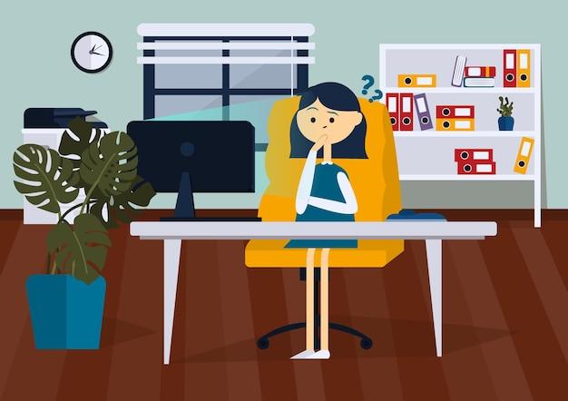 La donna d'affari è sconvolta seduta sulla sedia dell'ufficio alla scrivania del computer sta guardando il computer