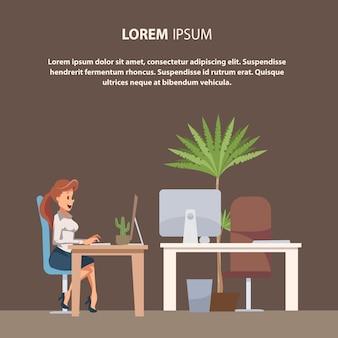 Impiegato di ufficio o della donna di affari che lavora dal computer