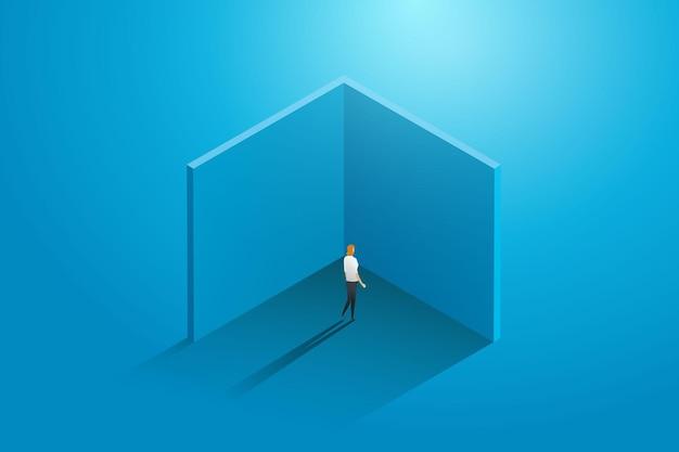 Donna d'affari in piedi nel vicolo cieco del lavoro e della crescita dello stallo degli affari di carriera che inciampa