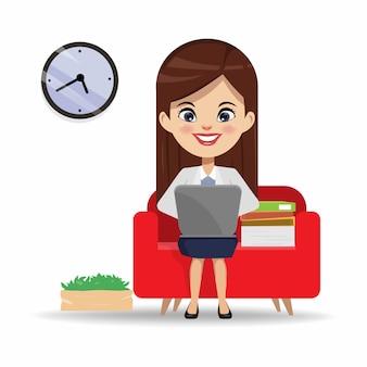 Donna di affari che lavora con un computer portatile al sofà.