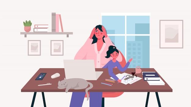 Occupata madre stressata si siede con un bambino e lavora a un computer portatile, donna multitasking. ufficio a casa. libero professionista madre, lavoro a distanza e crescere un bambino. maternità e carriera illustrazione piana di vettore del fumetto.