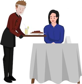 Il maggiordomo serve pasti per i clienti mentre continua a usare la visiera per la sicurezza in caso di pandemia