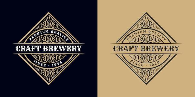 Ornamento logo calligrafico cornice di bordo di lusso vintage etichetta antica occidentale disegnata a mano incisione retrò per birra artigianale birra artigianale vino whisky bevanda liquore bar negozio hotel e ristorante