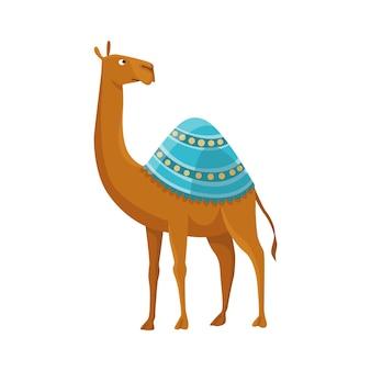 Cammello con una gobba e dromedario. animale del deserto che cammina con la sella decorativa dell'ornamento etnico, vista laterale. vettore dei cartoni animati. disegno dell'icona piatto, isolato su sfondo bianco