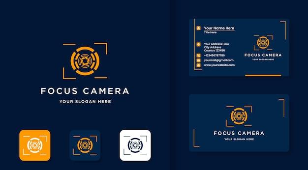 Design del logo dell'obiettivo della fotocamera e design del biglietto da visita
