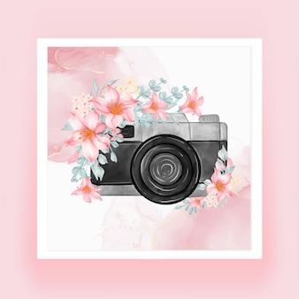 Fotocamera acquerello con fiori rosa pesca