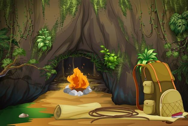 Fuoco di accampamento nei boschi