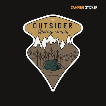 Design adesivo avventura in campeggio. emblema disegnato a mano di viaggio