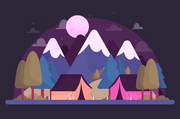 Paesaggio di area di campeggio con le montagne