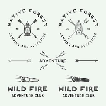 Insieme di marchio di campeggio all'aperto e avventura