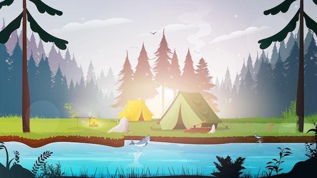 Campeggio con tende nella foresta