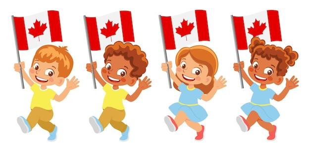 Bandiera del canada in mano. bambini che tengono bandiera. bandiera nazionale del canada