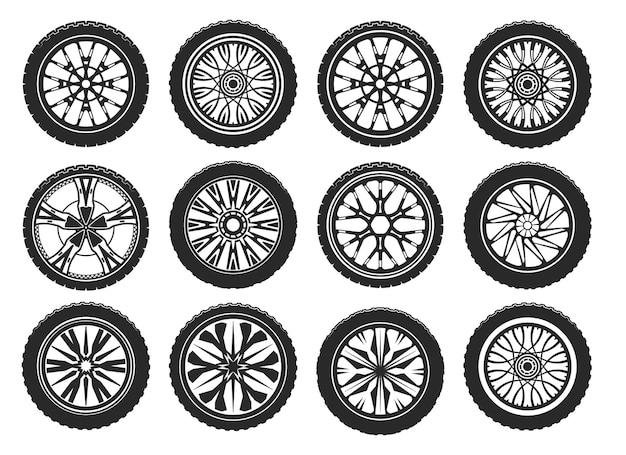 Pneumatici per auto con diversi cerchi in lega leggera.