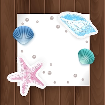 Immagini di carte, conchiglie e stelle marine. cornice di conchiglie di vacanza estiva.
