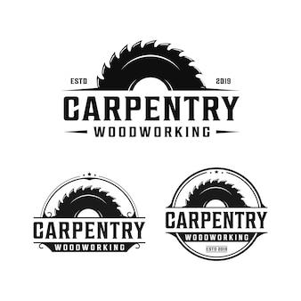 Falegnameria, lavorazione del legno design retrò logo vintage. logo di segheria / sega