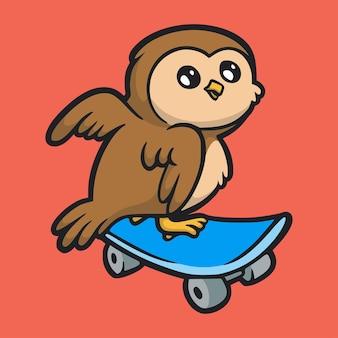 Cartoon design animale gufo skateboarding simpatico logo mascotte