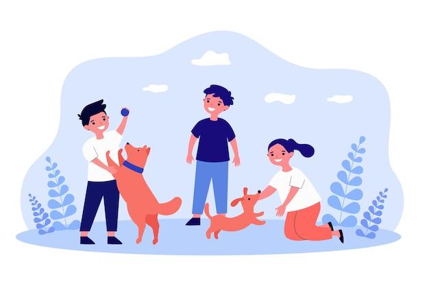 Bambini del fumetto che giocano con l'illustrazione piana di vettore dei cani. ragazzini e ragazze che lanciano la palla ai cuccioli, divertendosi nella natura. animale domestico, animale, infanzia, gioco, divertimento, concetto di amore per il design di banner
