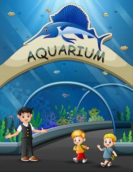 Bambini dei cartoni animati a piedi al museo sottomarino