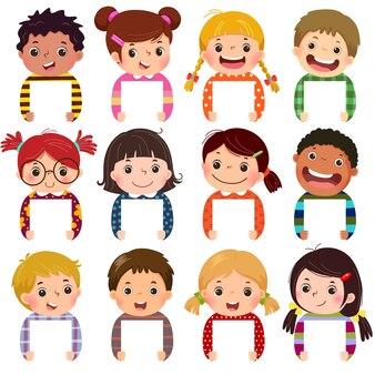 Accumulazione del fumetto dei ritratti dei bambini piccoli che tengono i segni in bianco