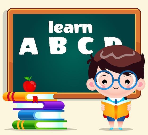 Cartoon carino ragazzo studente lettura con lavagna sullo sfondo