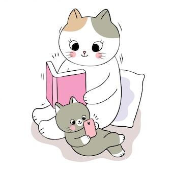 Libro di lettura sveglio del gatto della mamma del fumetto e gatto del bambino che gioca telefono.