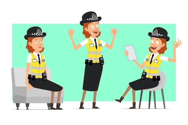 Carattere della donna della polizia britannica piatto divertente del fumetto in giacca gialla con distintivo. ragazza che riposa, che mostra i muscoli e nota di lettura.