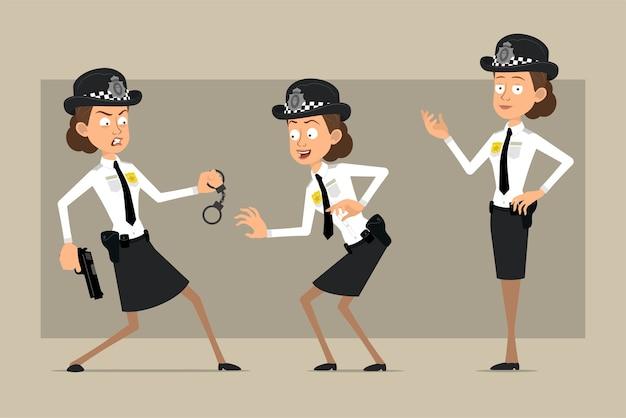 Carattere di donna poliziotto britannico piatto divertente del fumetto in cappello nero e uniforme con distintivo. ragazza in posa, furtivamente e tenendo la pistola. pronto per l'animazione. isolato su sfondo grigio. impostato.