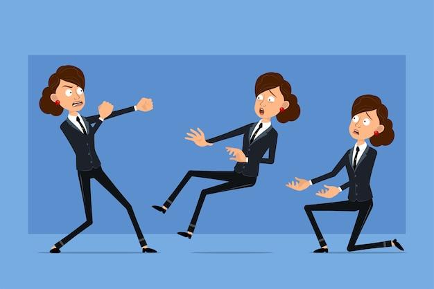 Carattere di donna d'affari piatto divertente del fumetto in abito nero con cravatta nera. ragazza che combatte, cade all'indietro e in piedi sul ginocchio.