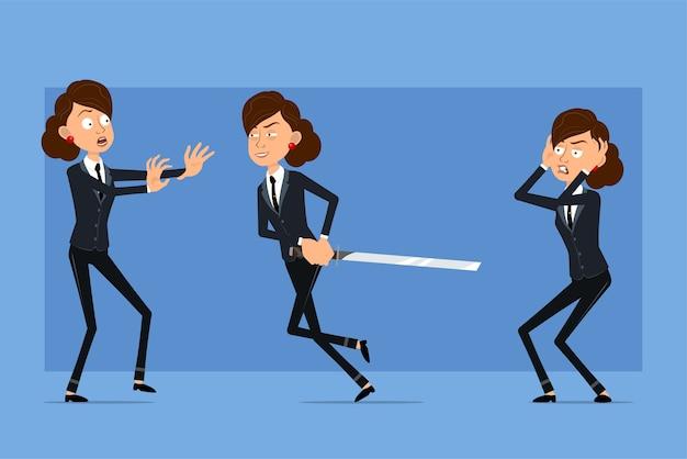 Carattere di donna d'affari piatto divertente del fumetto in abito nero con cravatta nera. ragazza spaventata, tenendo e correndo con la spada asiatica.