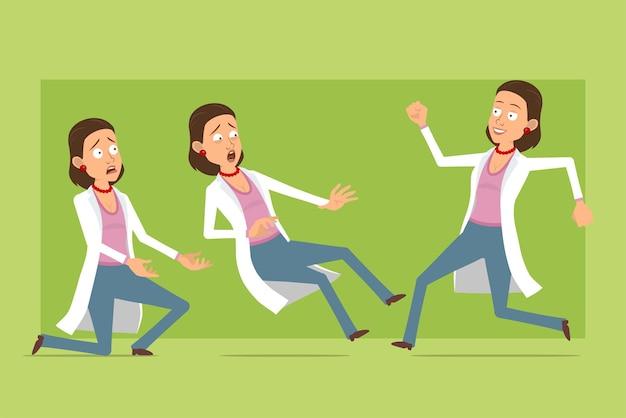 Carattere di donna medico piatto divertente del fumetto in uniforme bianca. ragazza spaventata, correndo e cadendo. pronto per l'animazione. isolato su sfondo verde. impostato.
