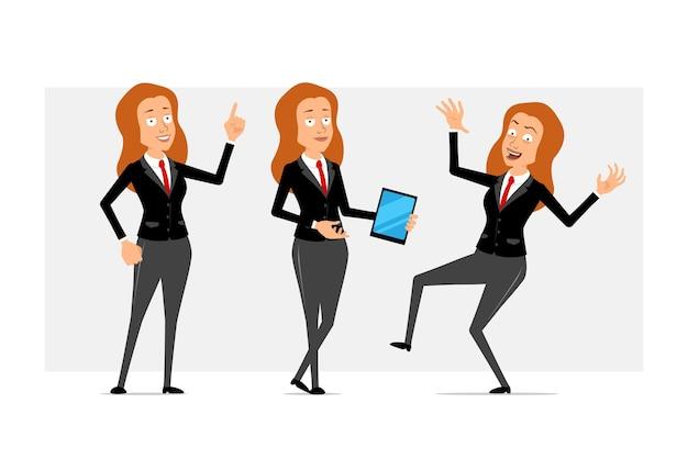 Carattere di donna d'affari piatto divertente rossa del fumetto in abito nero con cravatta rossa. ragazza con smart tablet e mostrando segno di attenzione. pronto per l'animazione. isolato su sfondo grigio. impostato.