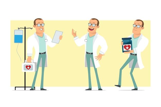Carattere dell'uomo medico forte piatto divertente del fumetto in uniforme bianca e occhiali. nota di lettura del ragazzo, holding, barattolo medico e kit di pronto soccorso. pronto per l'animazione. isolato su sfondo giallo. impostato.