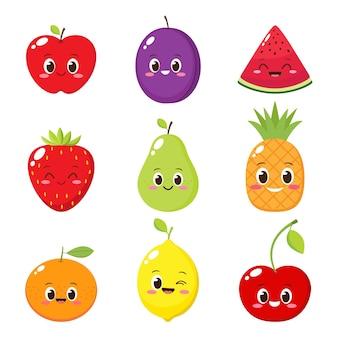 Set di caratteri di frutta e bacche dei cartoni animati. illustrazione vettoriale emoji di mela, fragola, anguria, ciliegia, limone, ananas, arancia, prugna, pera